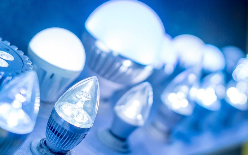 Vantagens da lâmpada led sobre a lâmpada eletrônica e incandescente